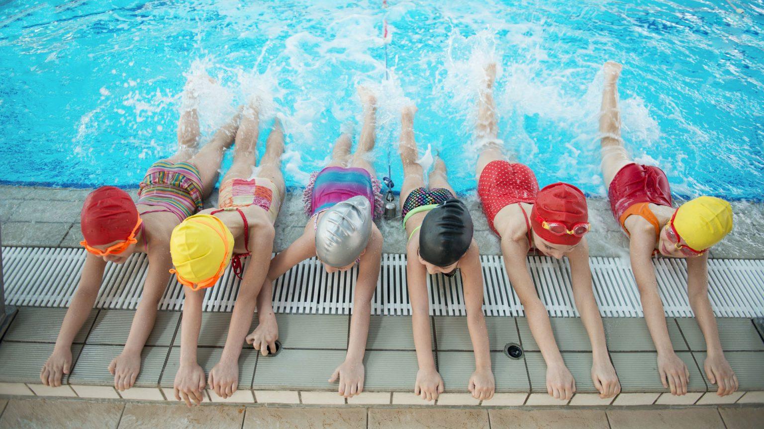 ¿Sabes qué tipo de ejercicios debes realizar antes de nadar?